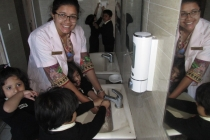 Washroom Manner (12)